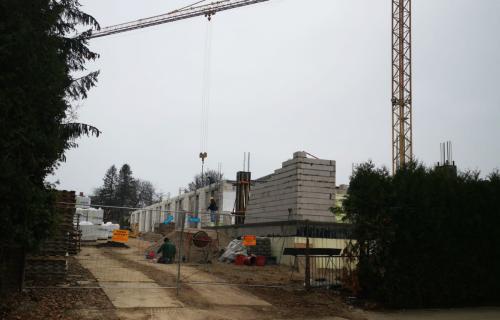 Budowa widziana z ulicy